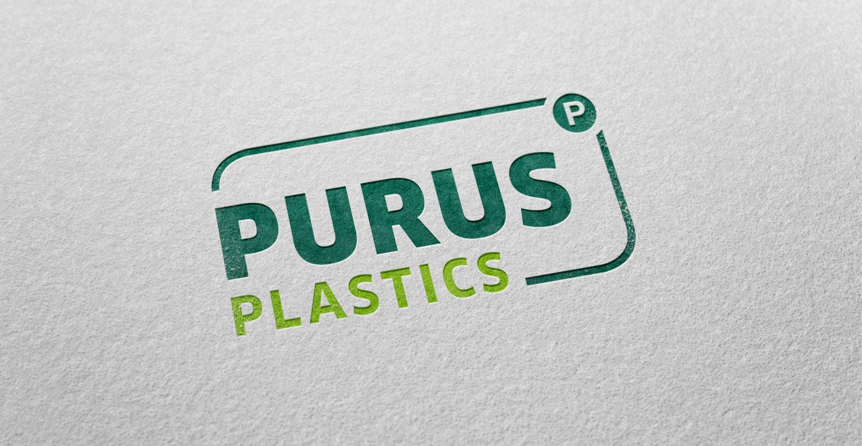 Zu sehen ist die Nahaufnahme einer Visitenkarte der Firma Purus Plastics