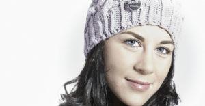 Model mit Mütze von Knitti