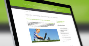 Aufgeklappter Laptop mit geöffneter Webseite ADIUVIS